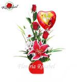 Arreglo floral de tres rosas corazon