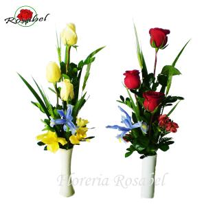 Florero de tres rosas 01