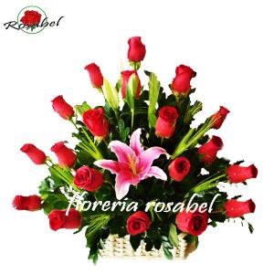 Canasta Mimbre con 18 Rosas - Bella
