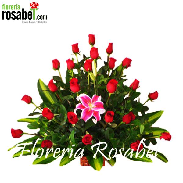 Arreglo floral de 24 rosas rojas